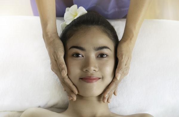 Extraction Facial, Acne Facial Treatment Singapore